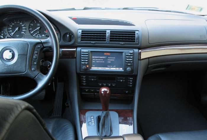 BMW-7-E38-foto-salona