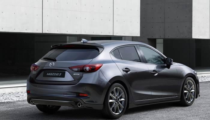 2017-2016-Mazda 3