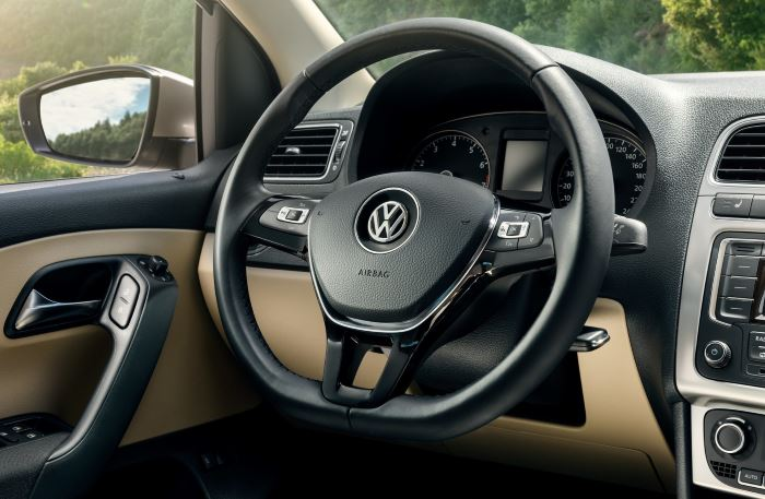 Volkswagen Polo Sedan-2019 (7)