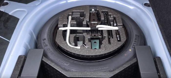 Багажник нового Шкода Рапид фото запаски